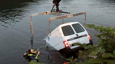 Navigatore auto in lago