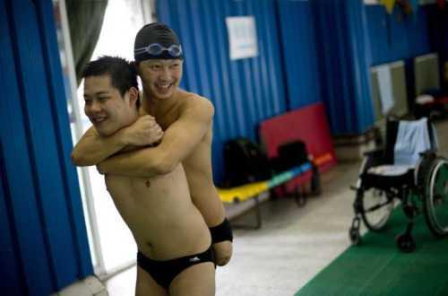Nuotatore senza gambe