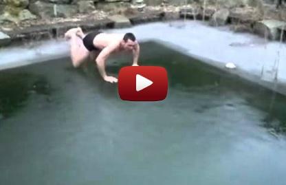 Tuffo in una piscina ghiacciata
