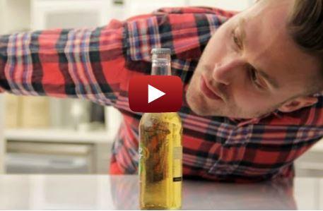 Aprire birra senza mani