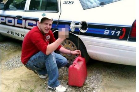 Foto Facebook - Ruba benzina dalla polizia