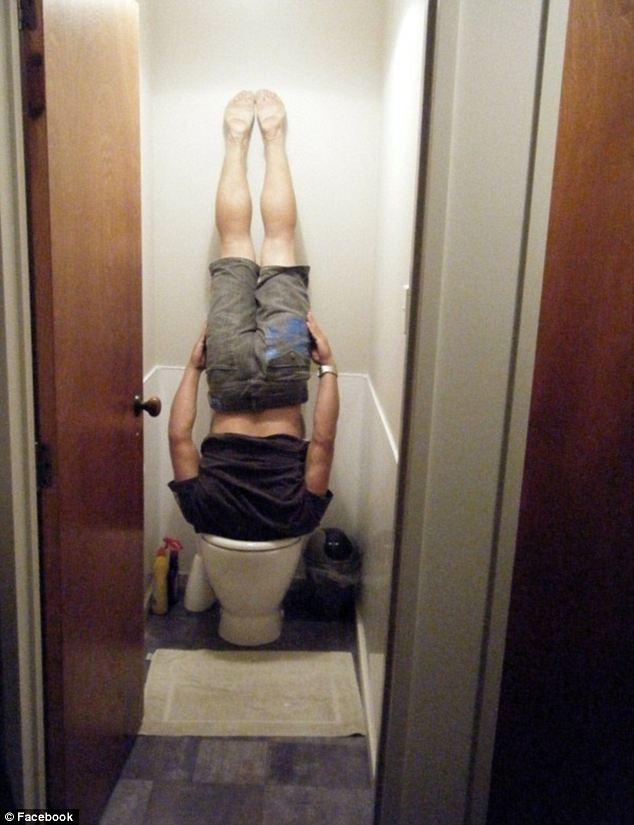 Testa nel WC