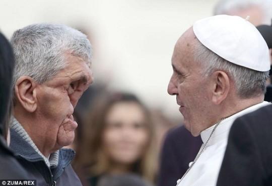 Papa Francesco Uomo senza Volto