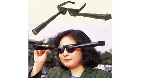Gli occhiali per vedersi alle spalle
