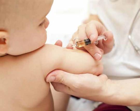 """DEFINIZIONE DI VACCINO ESAVALENTE: ''Per il primo anno di vita sono previste 6 vaccinazioni raccomandate (anti-poliomielite; anti-difterite; anti-tetano; anti-epatite; l'anti-pertosse e l'anti-Haemophilus influenzae di tipo B), tutte legate a patologie di difficile curabilità, e che potrebbero altrimenti mettere in serio pericolo la vita o la salute del bambino. Esistendo un """"vaccino esavalente"""", che li contiene tutte e sei, solitamente vengono effettuate tutte insieme. - Fonte Wikipedia (http://it.wikipedia.org/wiki/Vaccinazione)"""
