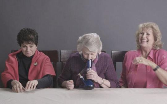 Nonne Fumano Marijuana