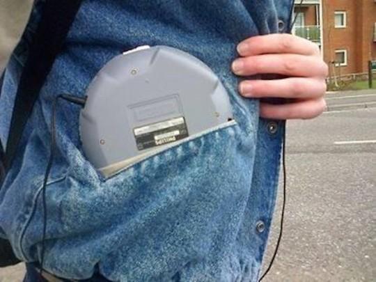 Quando non sapevamo dove mettere il nostro lettore CD portatile.