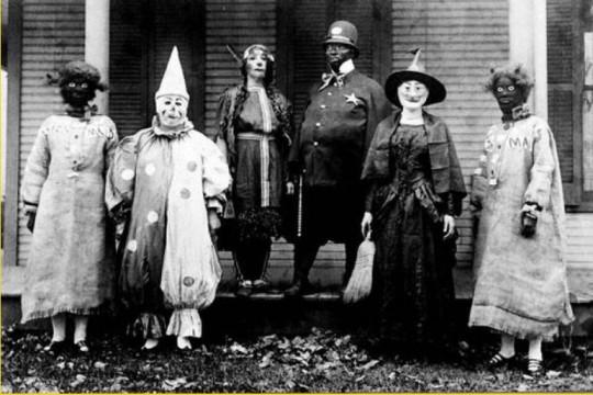 Un inquietante travestimento di Halloween dei secoli scorsi