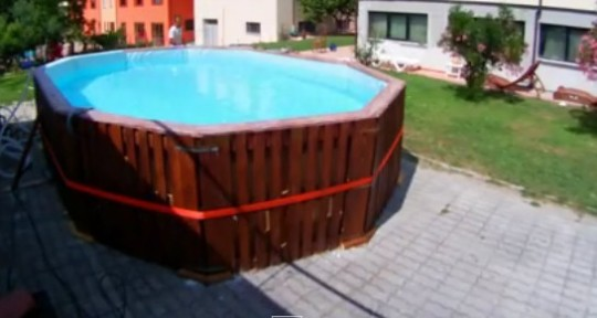 12 pallet pannelli di compensato ed un telo ecco come for Costruire piscina fai da te