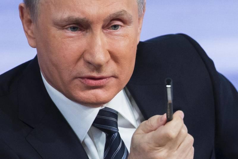 6. CI SARANNO LE ELEZIONI IN RUSSIA - Se in America si chiude un'era, la stessa cosa forse non accadrà in Russia. Le elezioni parlamentari del 18 settembre sono molto importanti per svariate ragioni, dalle alleanze estere (vedi Siria) alla questione ucraina. Vladimir Putin a un passaggio fondamentale (Foto Ansa)