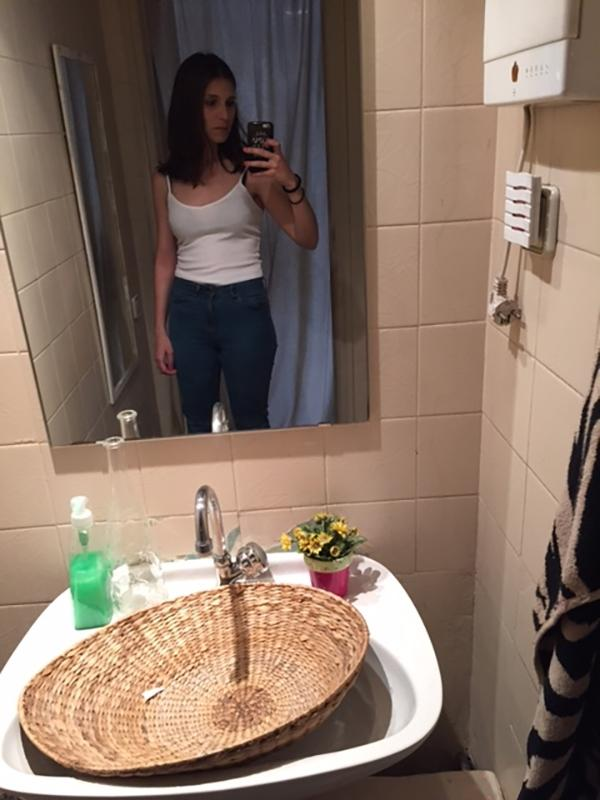 changing-room-mirrors-weird-body-image-876-body-image-1461583069