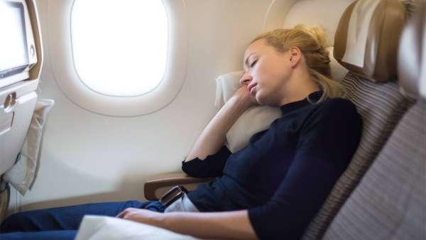 10 cose che non dovresti assolutamente mai fare in aereo